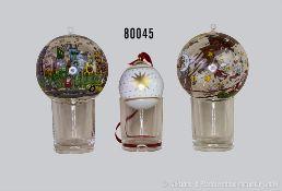 Konv. 3 Rosenthal Weihnachtskugeln, dabei 2 Glaskugeln James Rizzi sowie 1 Bulgari Porzellankugel