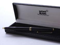 MONTBLANC ''CLASSIC'' Stylo à bille en métal doré et résine noire, emblème [...]