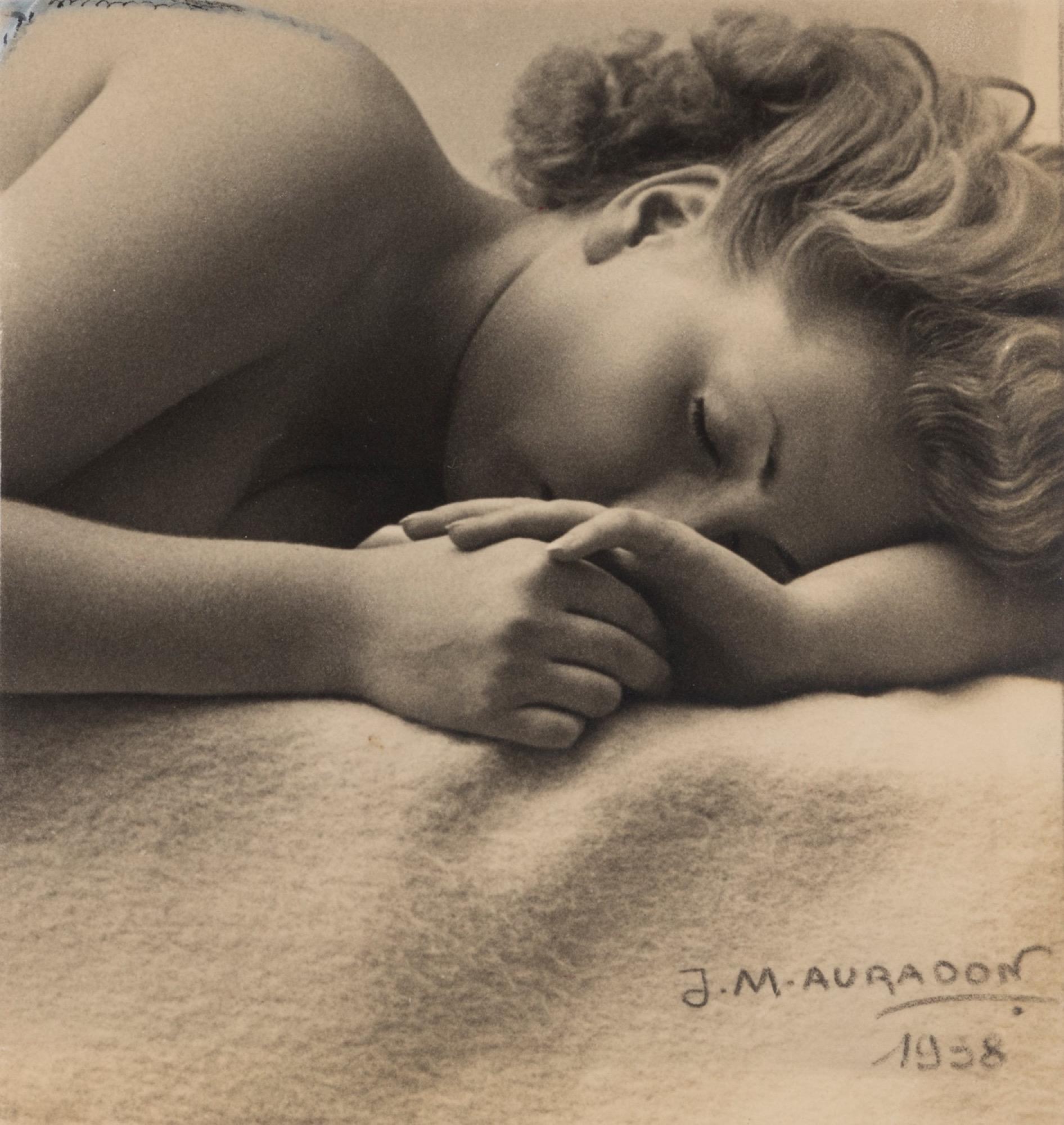 Pierre Auradon (1900-1988) - Untitled (Woman), 1938 - Vintage gelatin silver print [...]