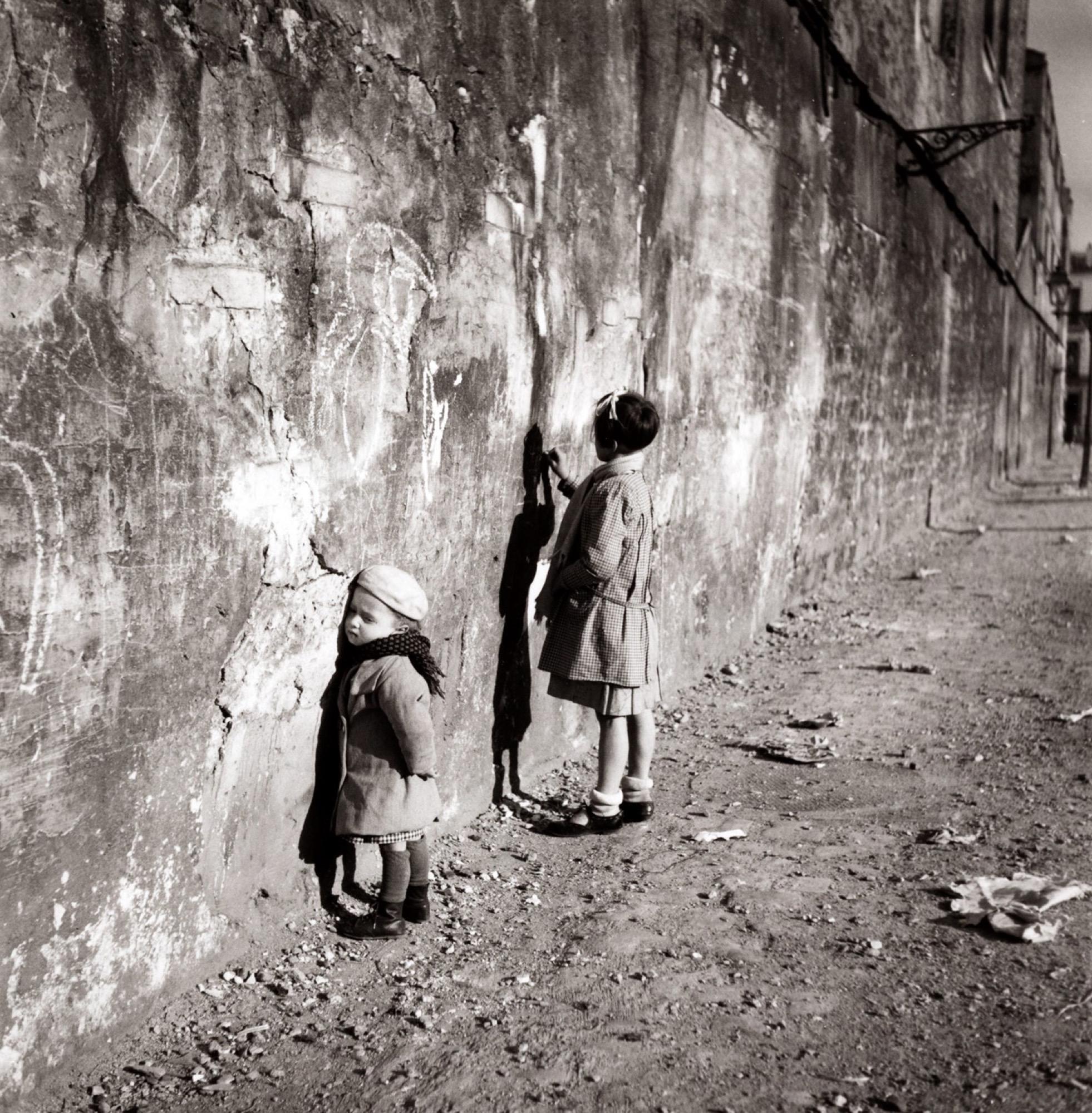 Robert Doisneau (1912-1994) - La première maîtresse, 1935 - Gelatin silver print, [...]