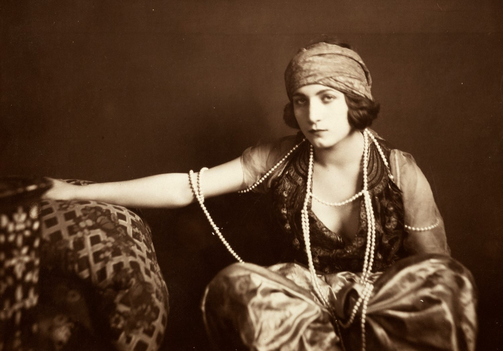 Anonimo - Untitled (Woman portrait), years 1920 - Vintage gelatin silver print, [...]