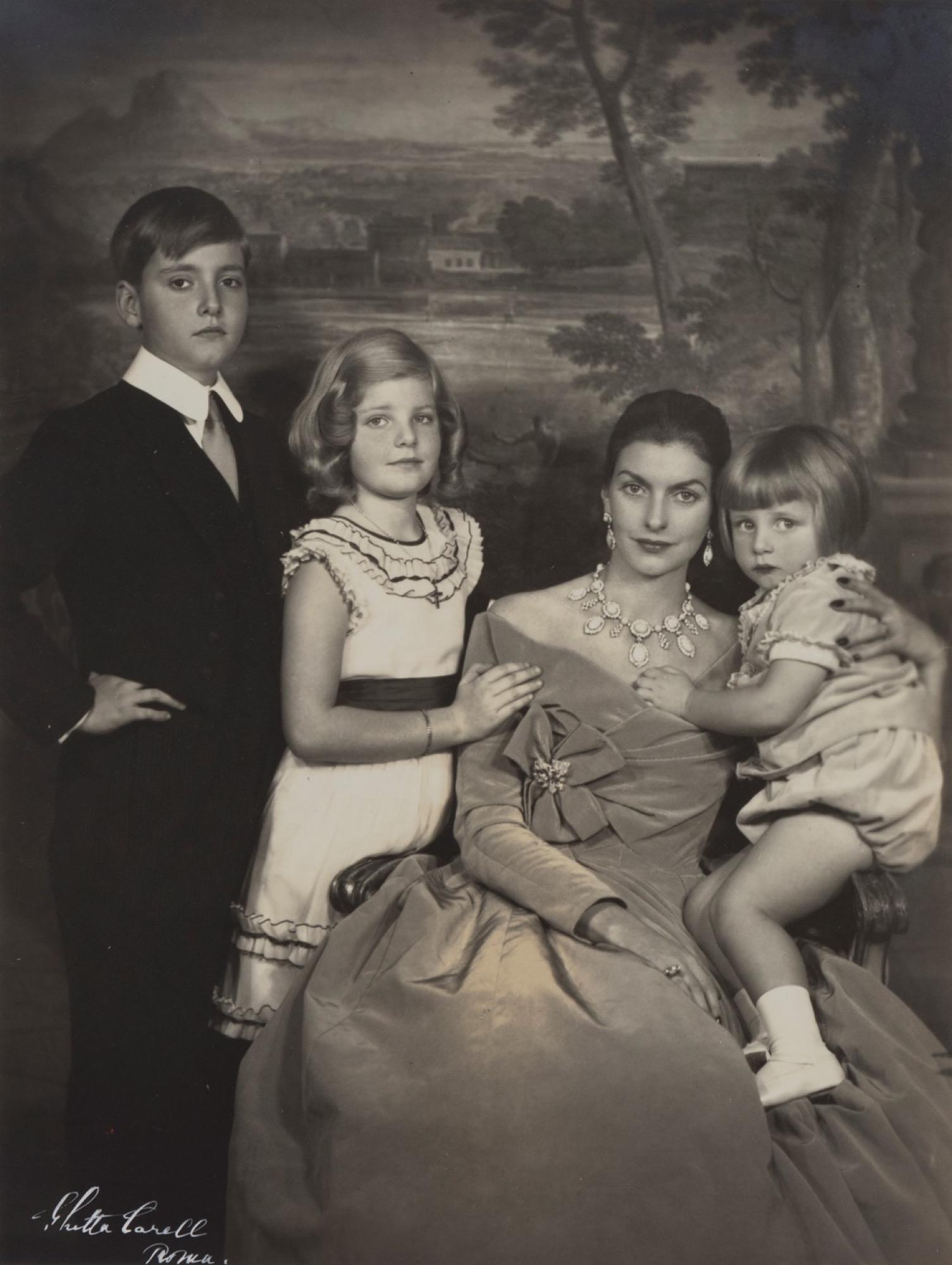 Ghitta Carell (1899-1972) - Maria Milagros Colonna (Del Drago) con i figli [...]