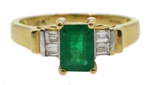 18ct gold emerald ring, with four baguette diamonds either side, hallmarked, emerald approx 0.80