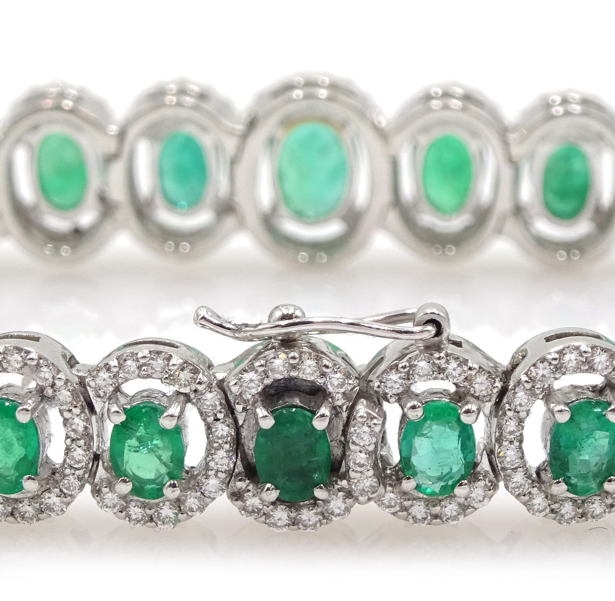 18ct gold graduating oval emerald bracelet, each emerald surrounded by brilliant cut diamonds, total - Image 5 of 5