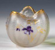 Vase mit HornveilchenLegras & Cie., Verreries de Saint Denis, um 1900 Farbloses Glas. Reliefiert