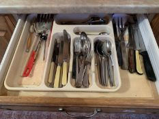 Contents of cutlery drawer