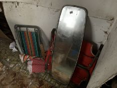 2 folding chair and mirror