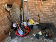 Mops, brushes, buckets etc