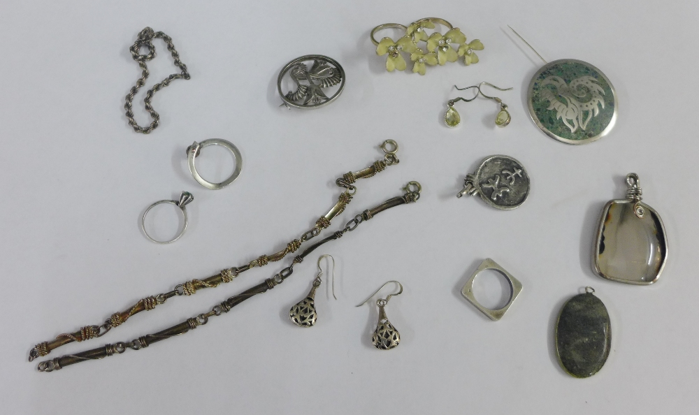 Lot 15 - A collection of silver and white metal jewellery to include brooches and rings, etc (a lot)
