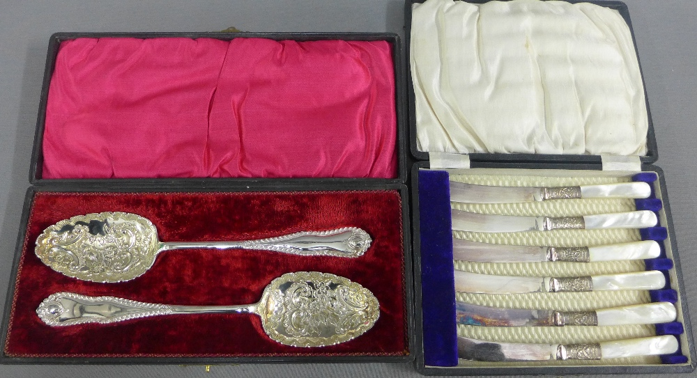 Lot 36 - Cased set of Epns berry spoons together with a cased set of six mother of pearl handled fruit knives