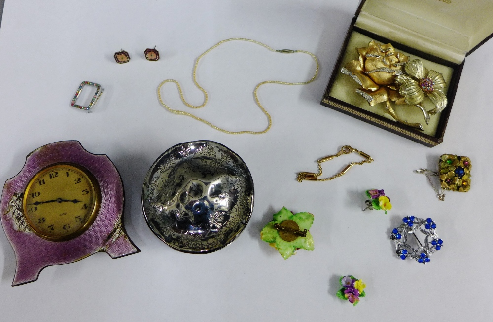 Lot 51 - Mixed lot to include costume jewellery, silver trinket box and enamel clock (a/f) (a lot)