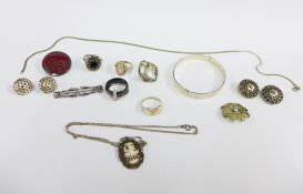 Collection of silver jewellery to include a bangle, pendants, rings, etc (a lot)