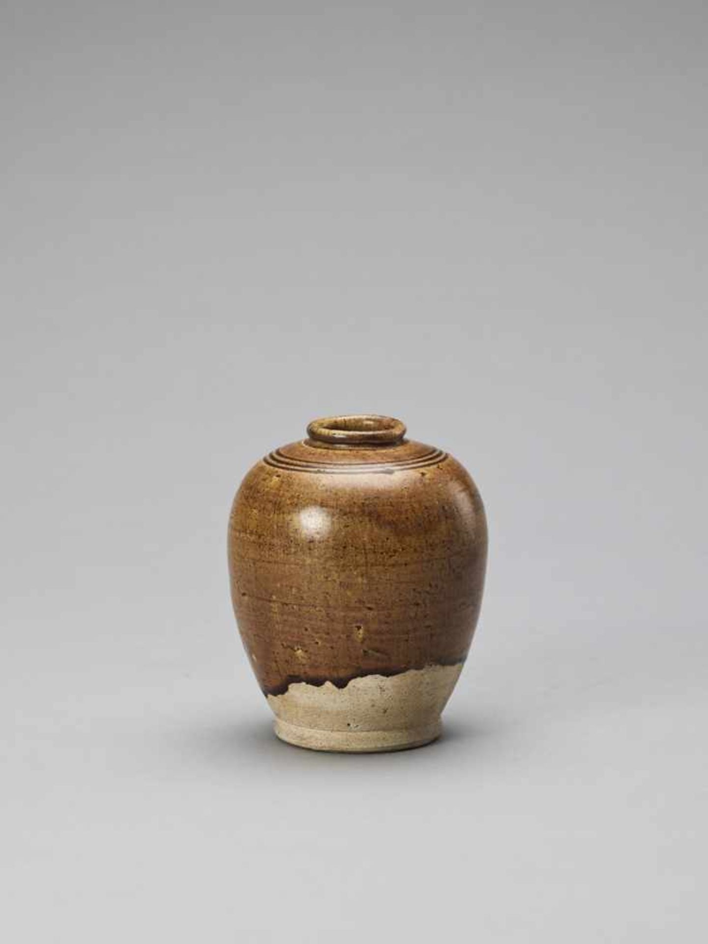 Los 399 - AN OCHRE BROWN-GLAZED POTTERY JAR, TANG