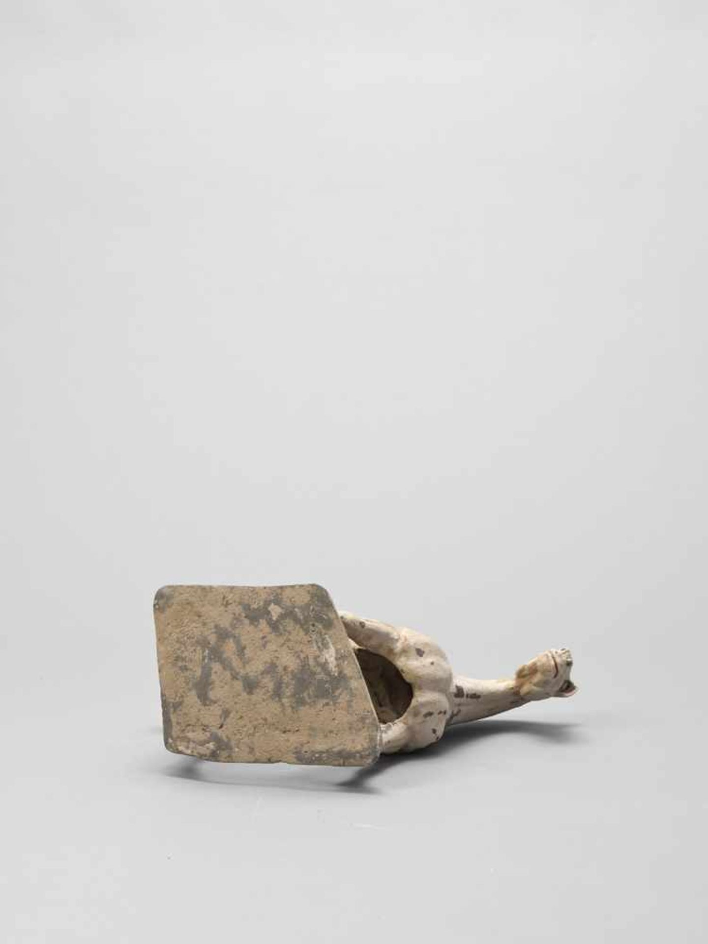 Los 388 - A TL-TESTED TERRACOTTA MODEL OF A HORSE, EARLY TANG