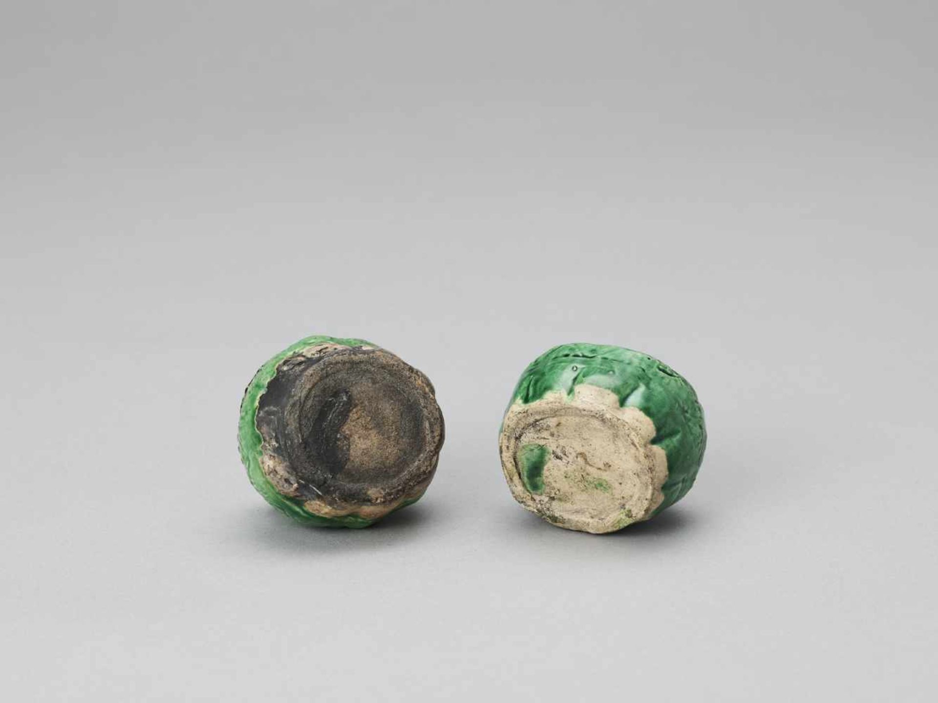 Los 429 - A PAIR OF EMERALD GREEN GLAZED POTTERY BUDDHIST LION WATER DROPPERS, KANGXI