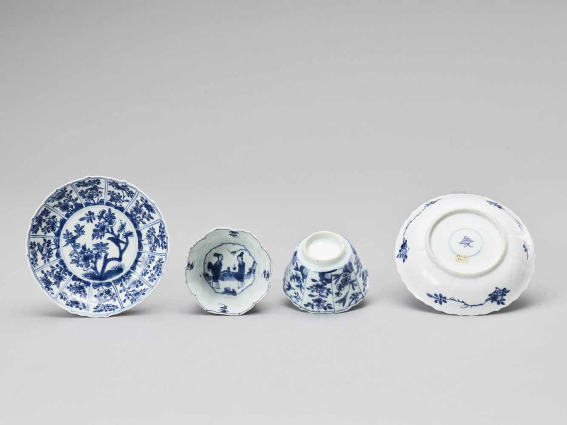 Los 422 - FIVE PAIRS OF BLUE AND WHITE CUPS WITH MATCHING PLATES