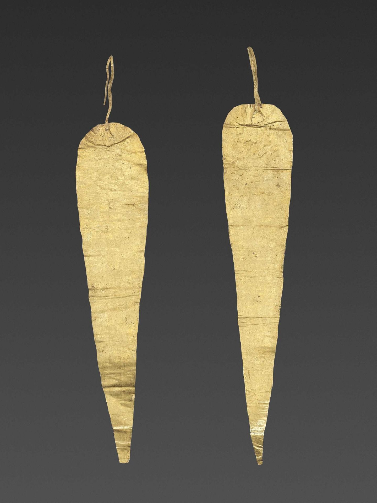 A PAIR OF BACTRIAN GOLD HAIR ORNAMMENTS - Bild 4 aus 4