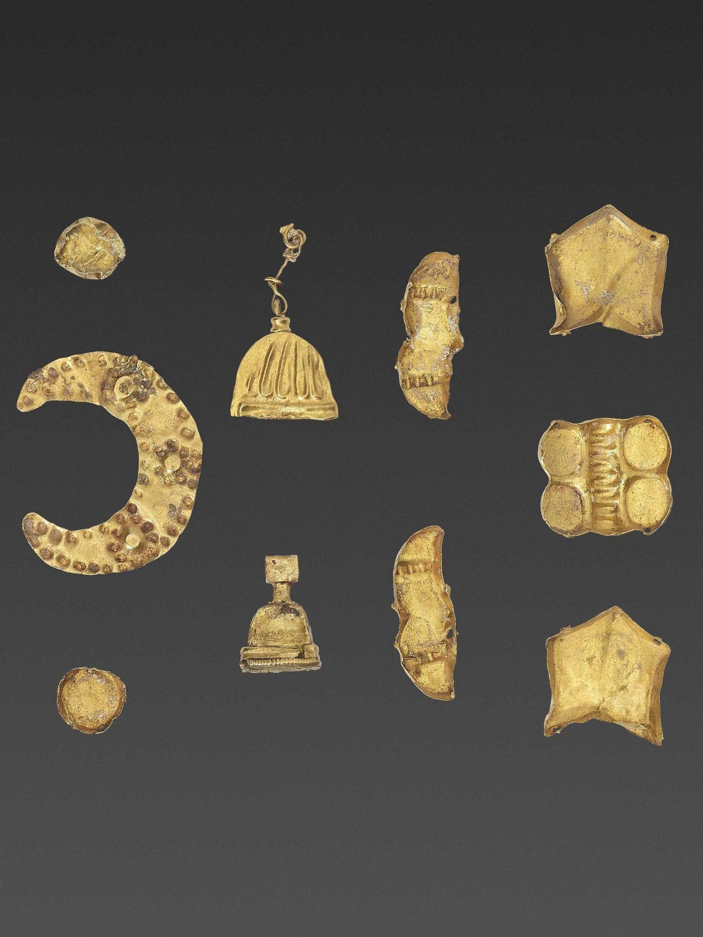 19 BACTRIAN GOLD GARMENT ORNAMENTS - Bild 5 aus 5