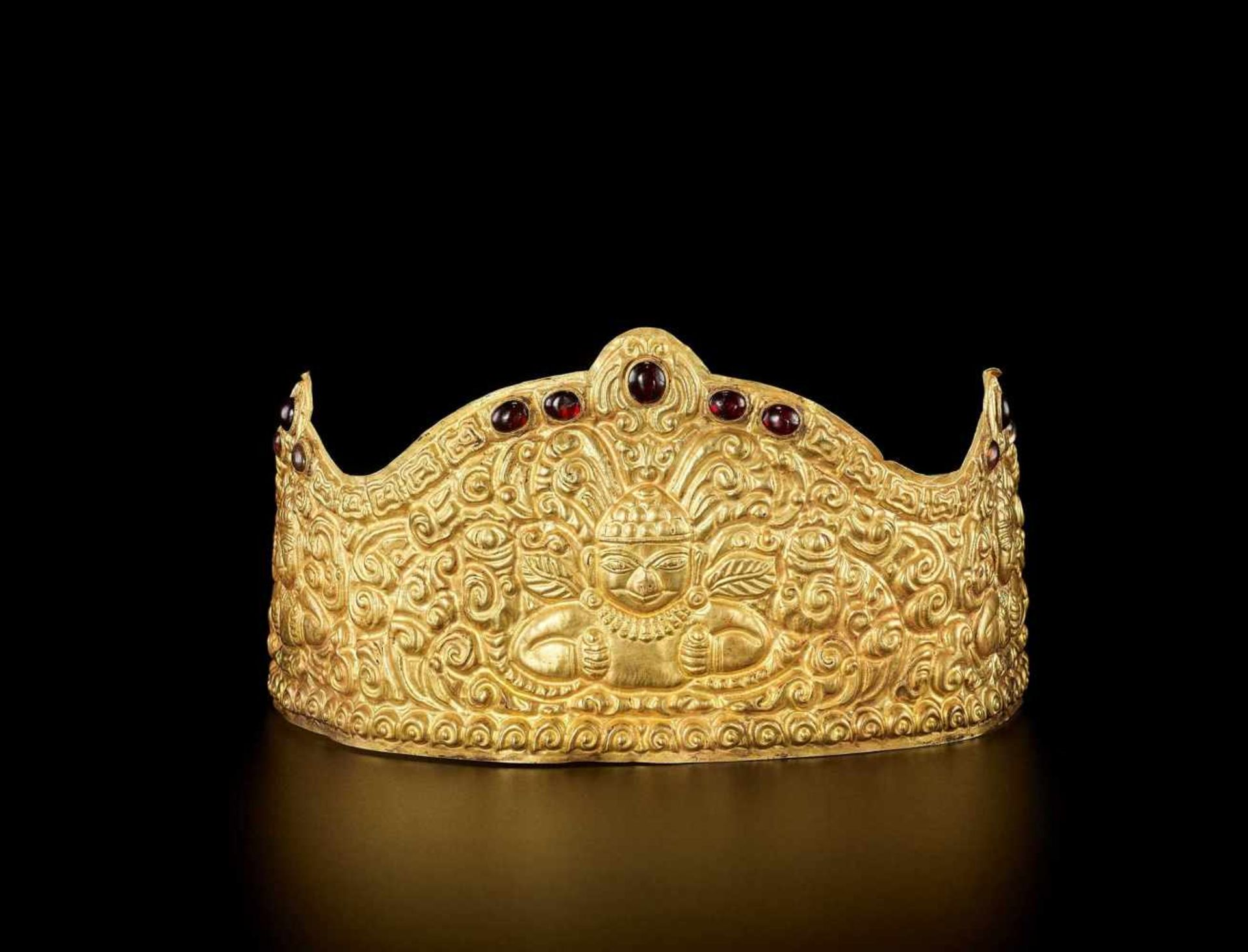 AN EXTRE MELY RARE AND FINE CHAM GEMSTONE-SET GOLD REPOUSSÉ CROWN WITH GARUDAS