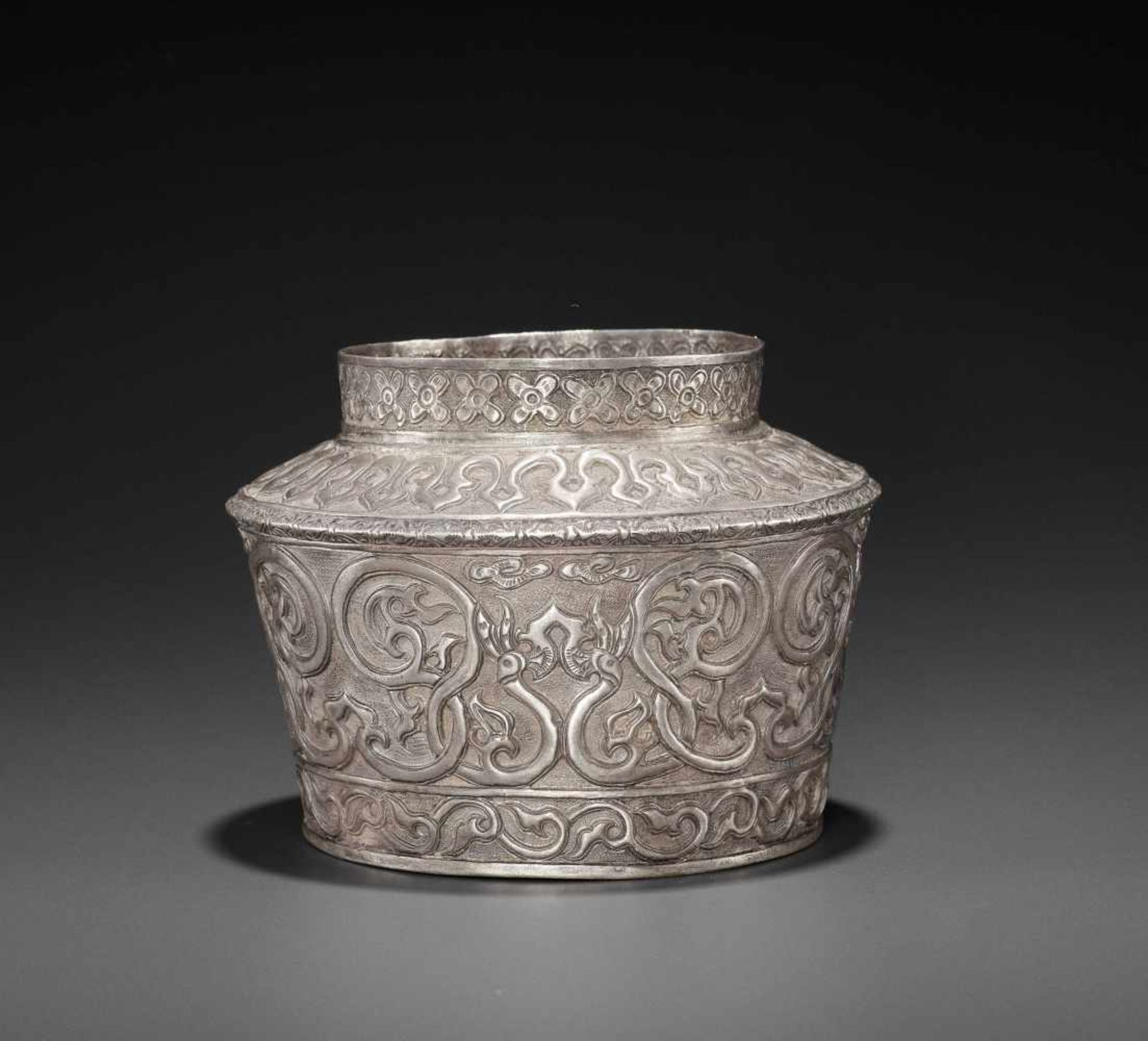 AN EXTREMELY RARE AND FINE CHAM SILVER REPOUSSÉ BOWL WITH PHOENIXES