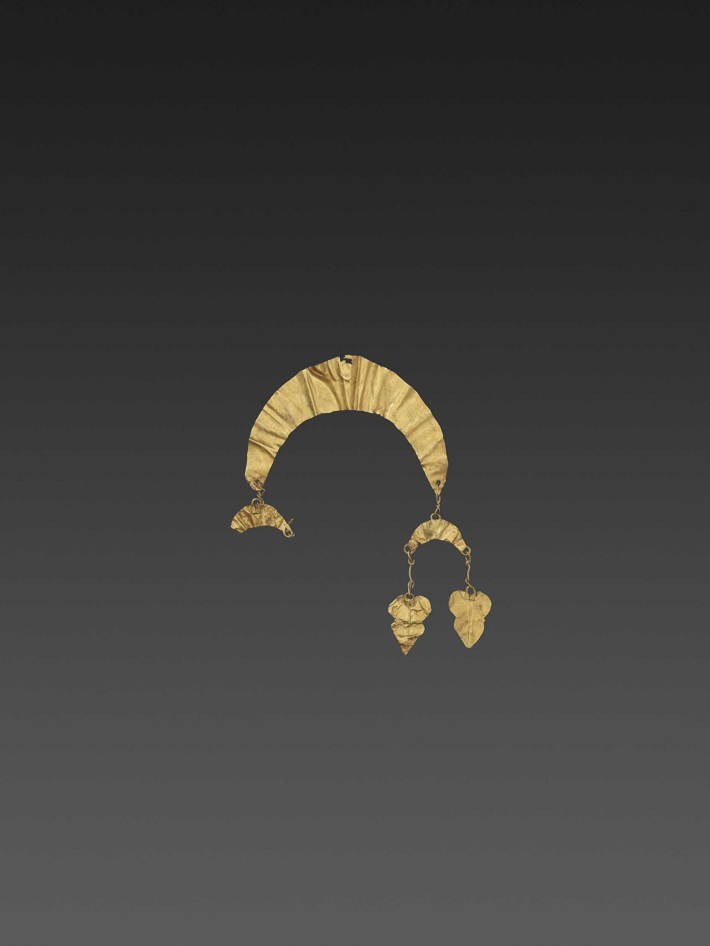 A BACTRIAN GOLD 'CRESCENT MOON' HAIR ORNAMENT