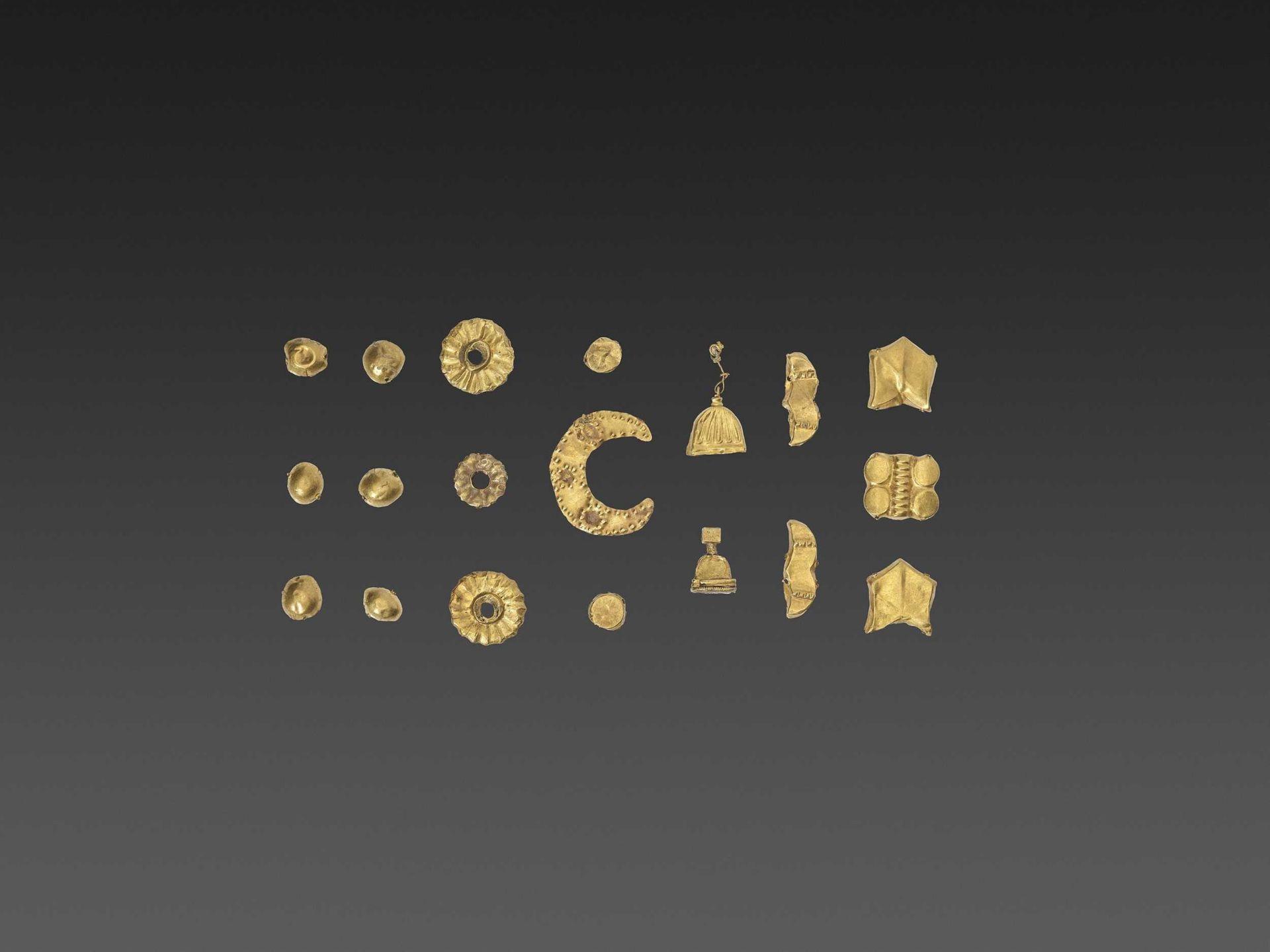 19 BACTRIAN GOLD GARMENT ORNAMENTS