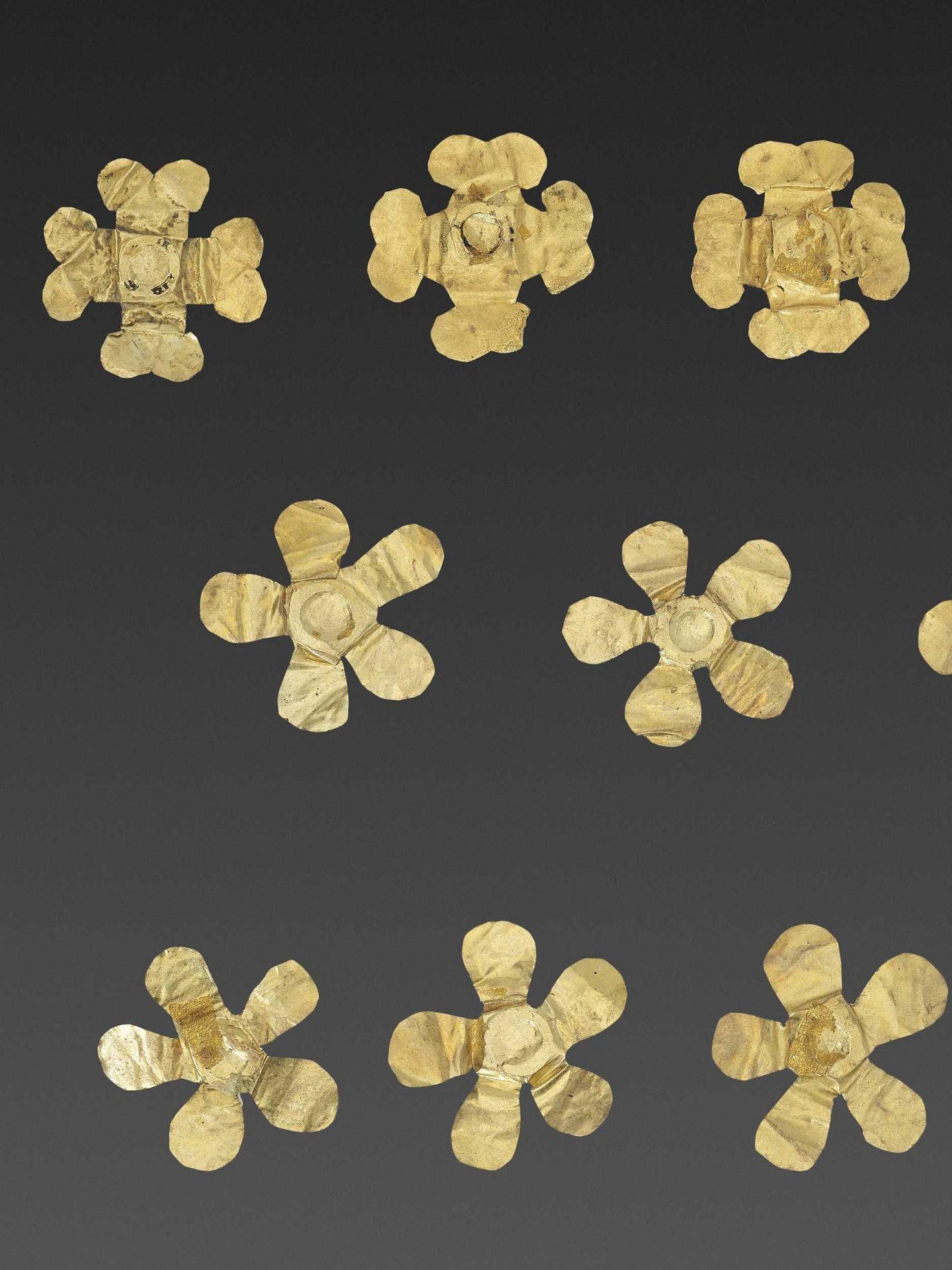 11 BACTRIAN GOLD 'FLOWER' GARMENT ORNAMENTS - Bild 4 aus 4