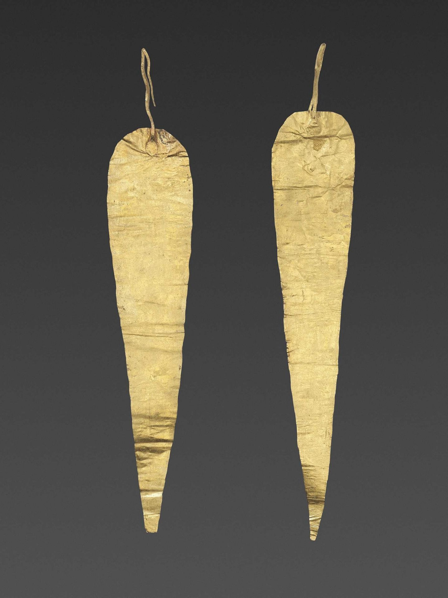 A PAIR OF BACTRIAN GOLD HAIR ORNAMMENTS - Bild 2 aus 4