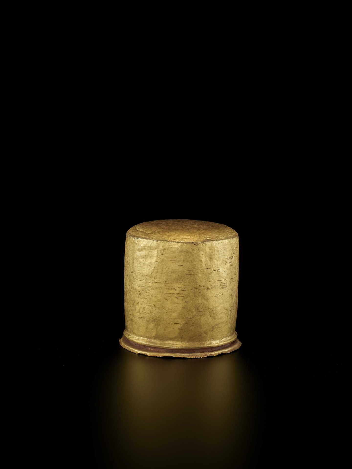 AN EXCEPTIONAL AND RARE CHAM GOLD REPOUSSÉ LINGAM WITH SHIVA'S LOCKS OF HAIR - Bild 5 aus 8
