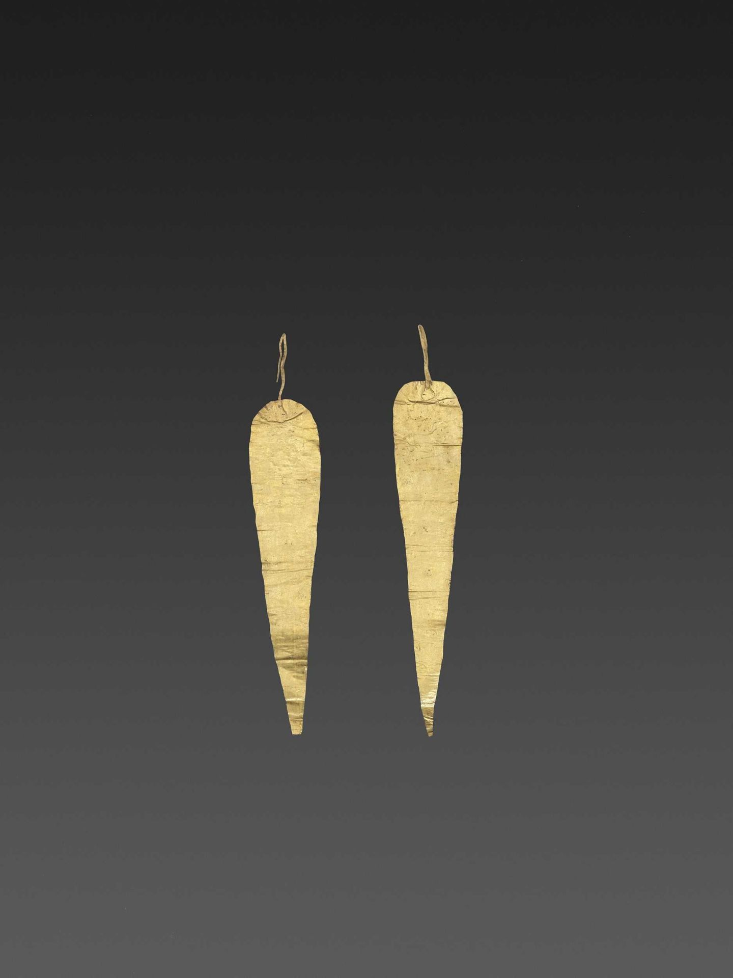 A PAIR OF BACTRIAN GOLD HAIR ORNAMMENTS - Bild 3 aus 4