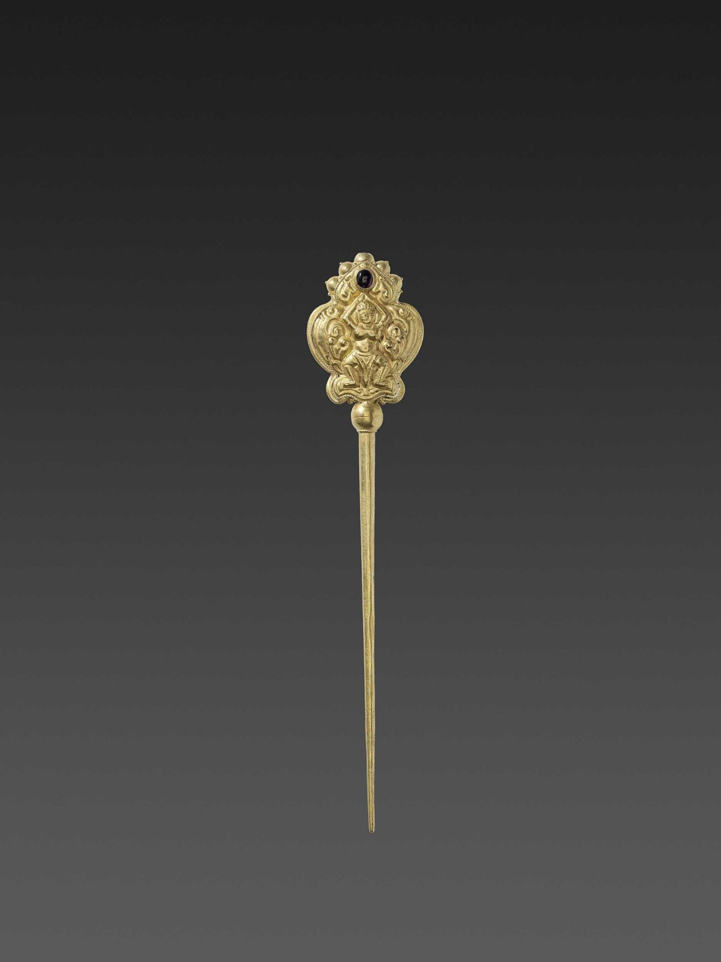 A CHAM GEMSTONE-SET GOLD REPOUSSÉ HAIRPIN WITH DANCING APSARAS