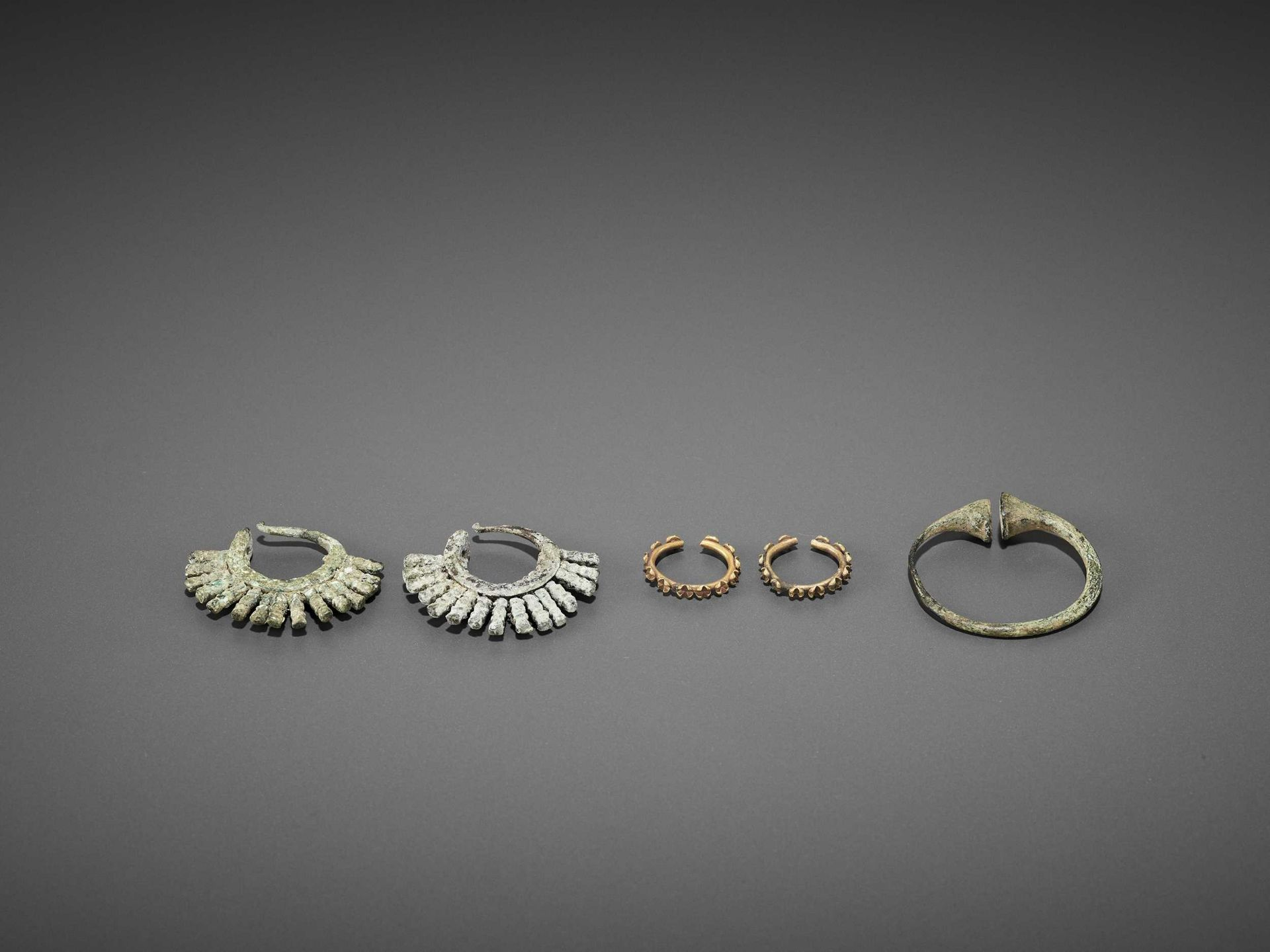 FIVE BACTRIAN GOLD AND BRONZE EARRINGS
