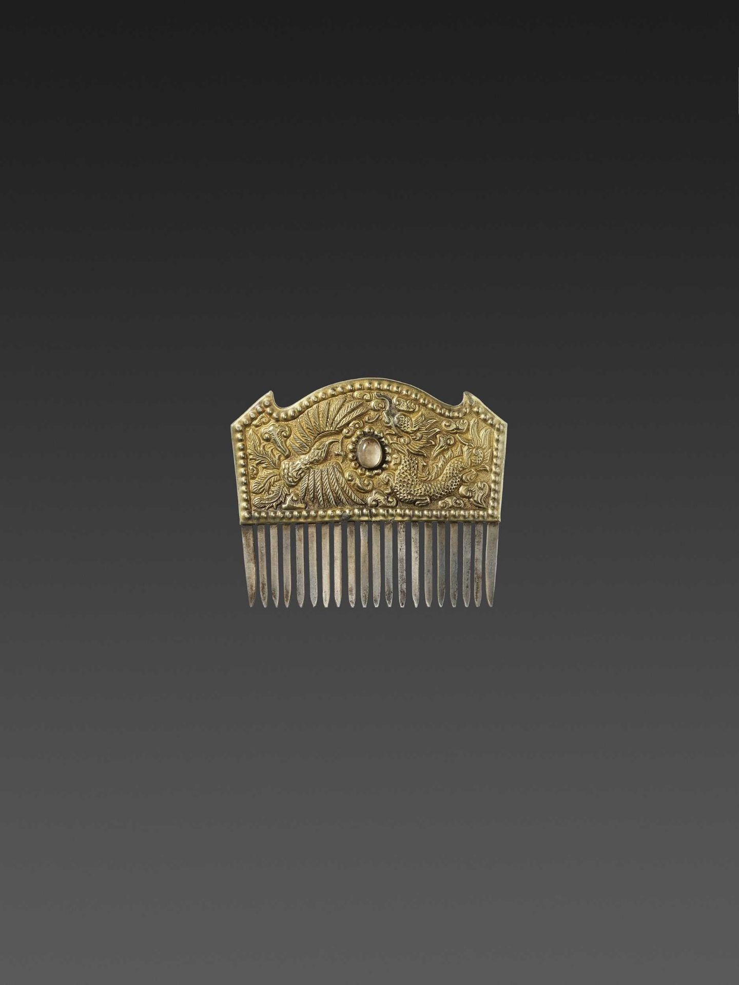 A VIETNAMESE ROCK CRYSTAL-SET GOLD REPOUSSÉ AND SILVER HAIR COMB WITH DRAGON AND PHOENIX