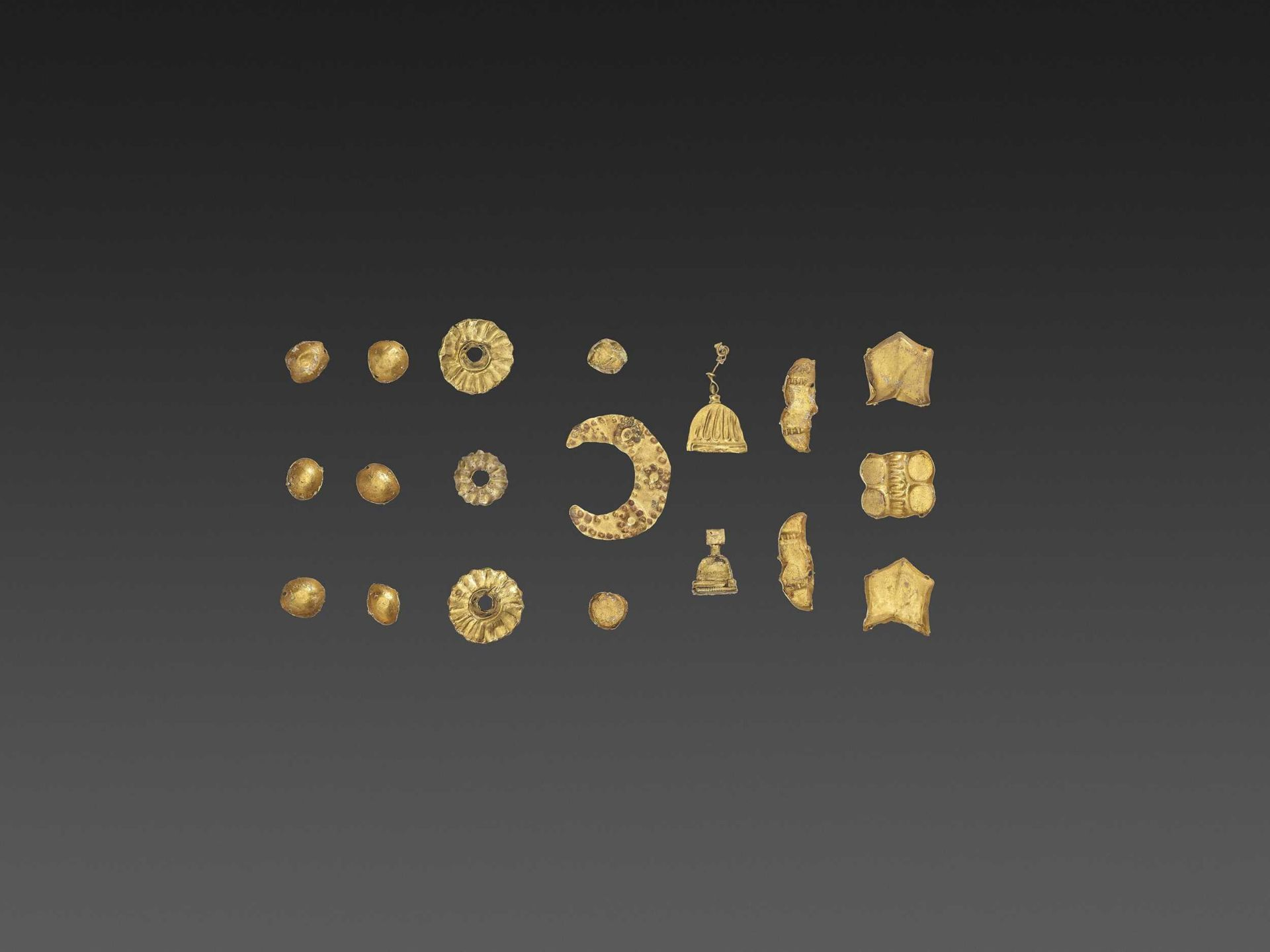 19 BACTRIAN GOLD GARMENT ORNAMENTS - Bild 4 aus 5