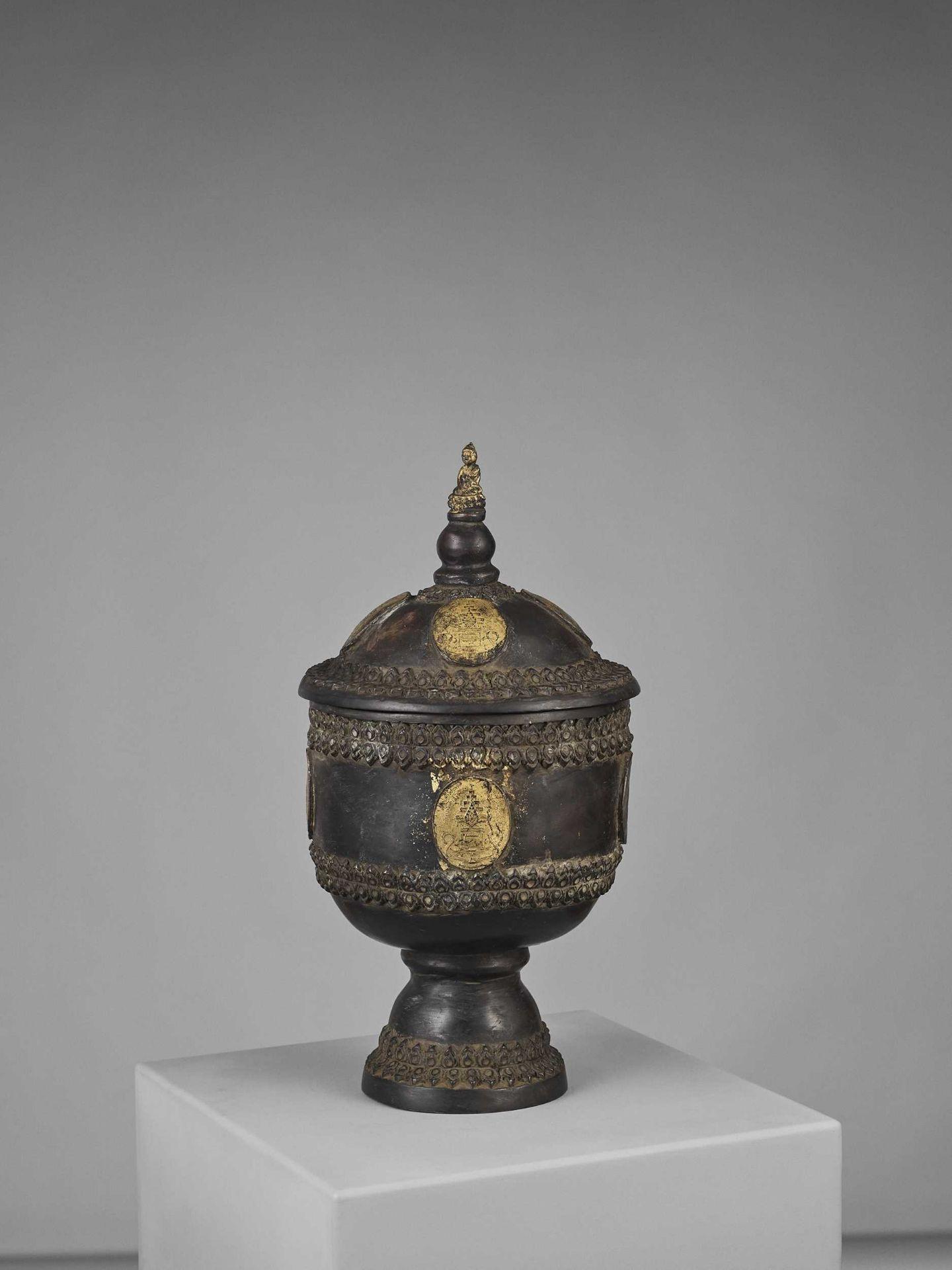 A CHAM PARCEL-GILT BRONZE VESSEL AND COVER WITH BUDDHA SHAKYAMUNI - Bild 9 aus 11