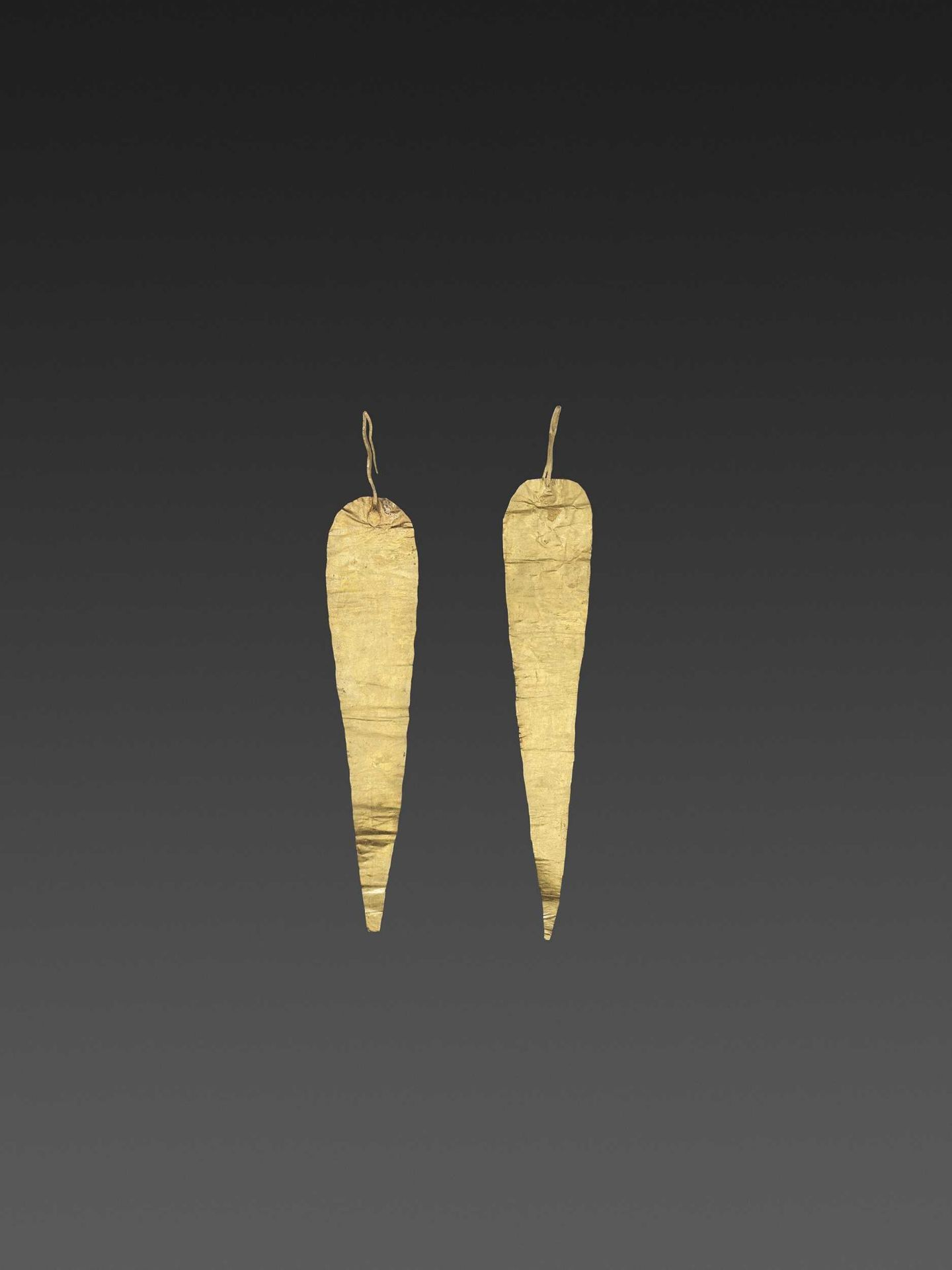 A PAIR OF BACTRIAN GOLD HAIR ORNAMMENTS