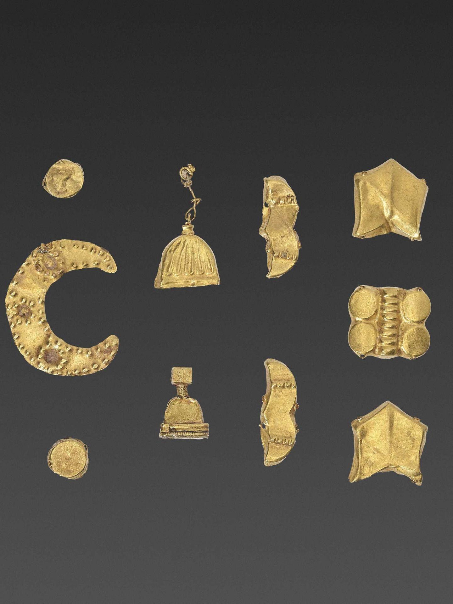19 BACTRIAN GOLD GARMENT ORNAMENTS - Bild 3 aus 5