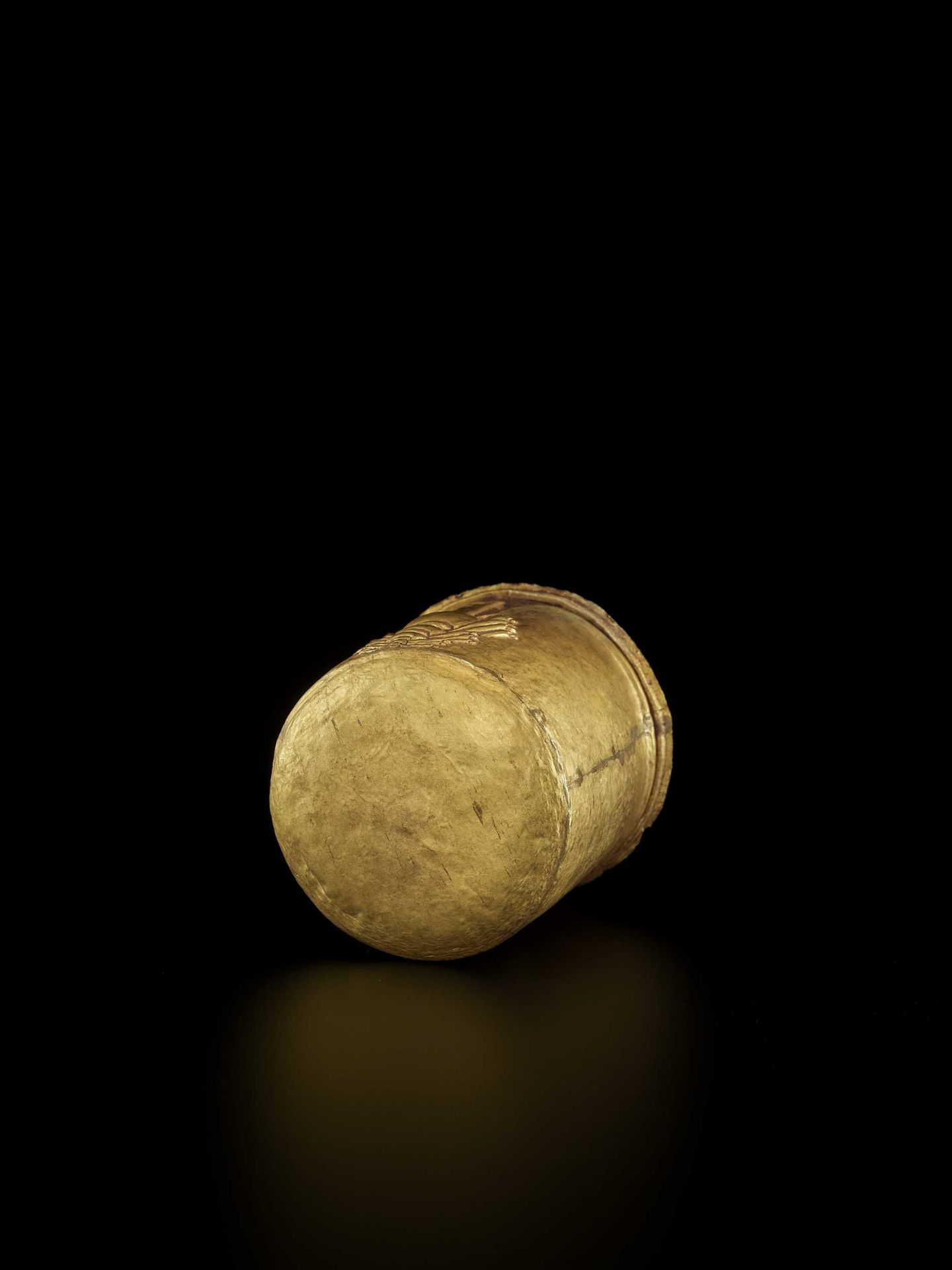 AN EXCEPTIONAL AND RARE CHAM GOLD REPOUSSÉ LINGAM WITH SHIVA'S LOCKS OF HAIR - Bild 6 aus 8