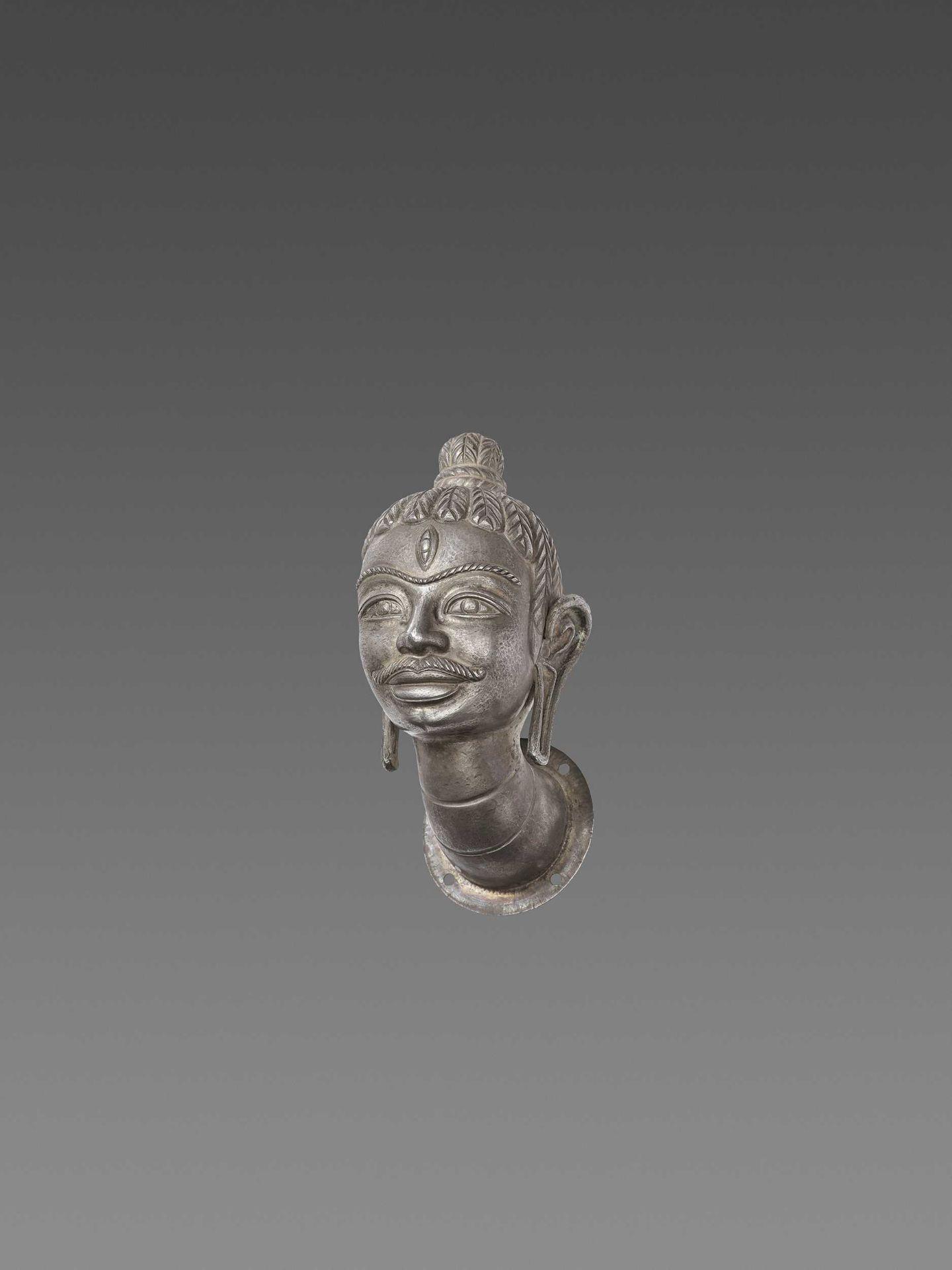 A FINE AND RARE CHAM SILVER HEAD OF SHIVA - Bild 4 aus 7