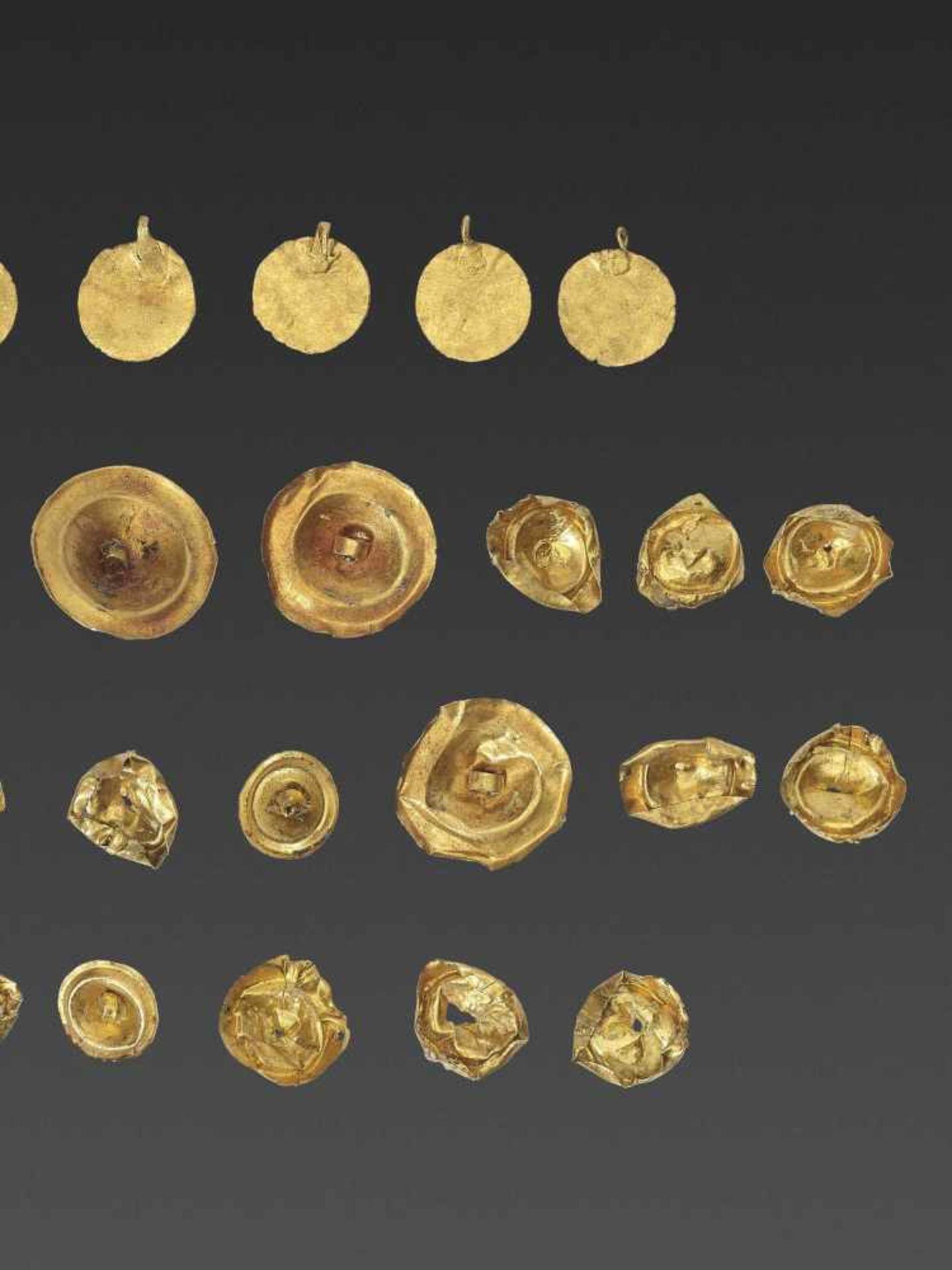 32 BACTRIAN GOLD GARM ENT ORNAMENTS - Bild 3 aus 4