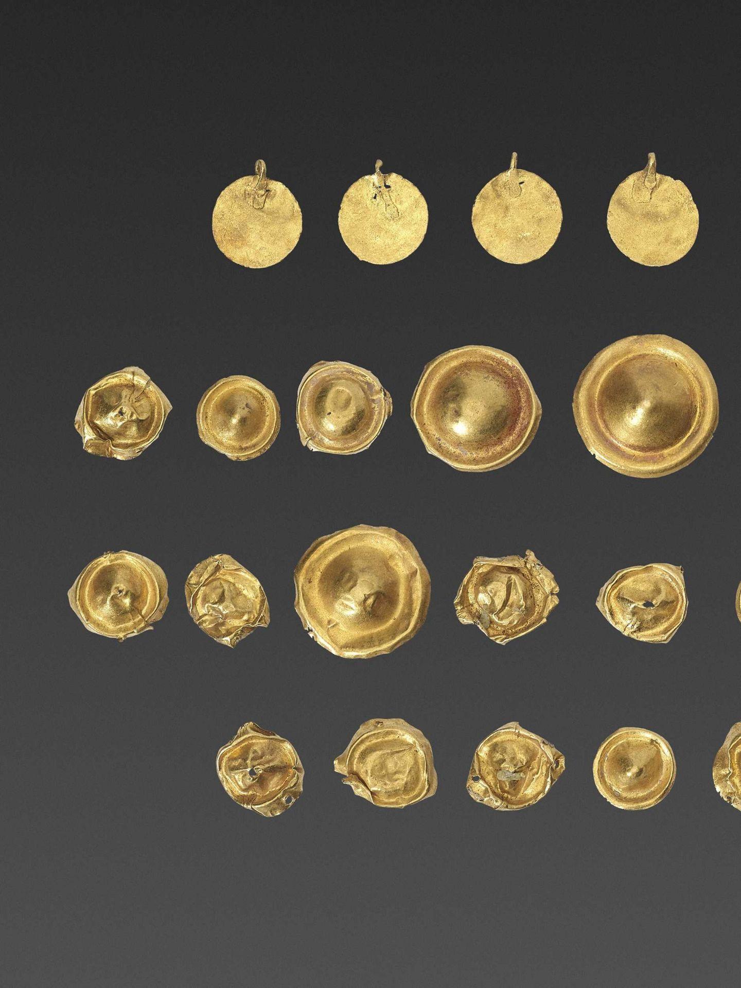 32 BACTRIAN GOLD GARM ENT ORNAMENTS - Bild 2 aus 4