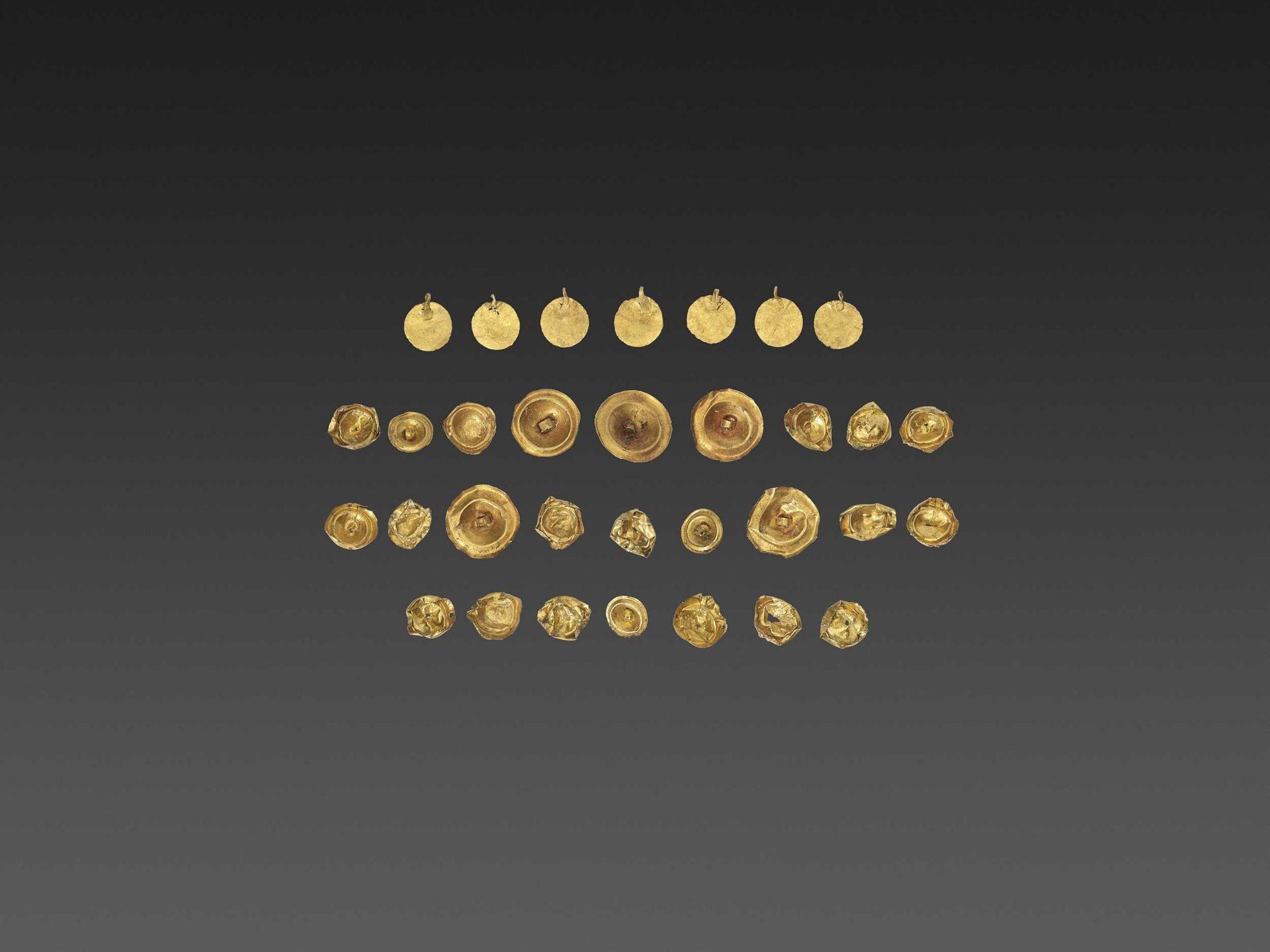 32 BACTRIAN GOLD GARM ENT ORNAMENTS - Bild 4 aus 4