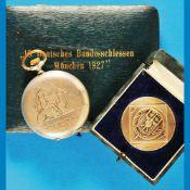 Junghans-shooter watch in original caseJunghans-Schützenuhr im Original-Etui und Medaille i