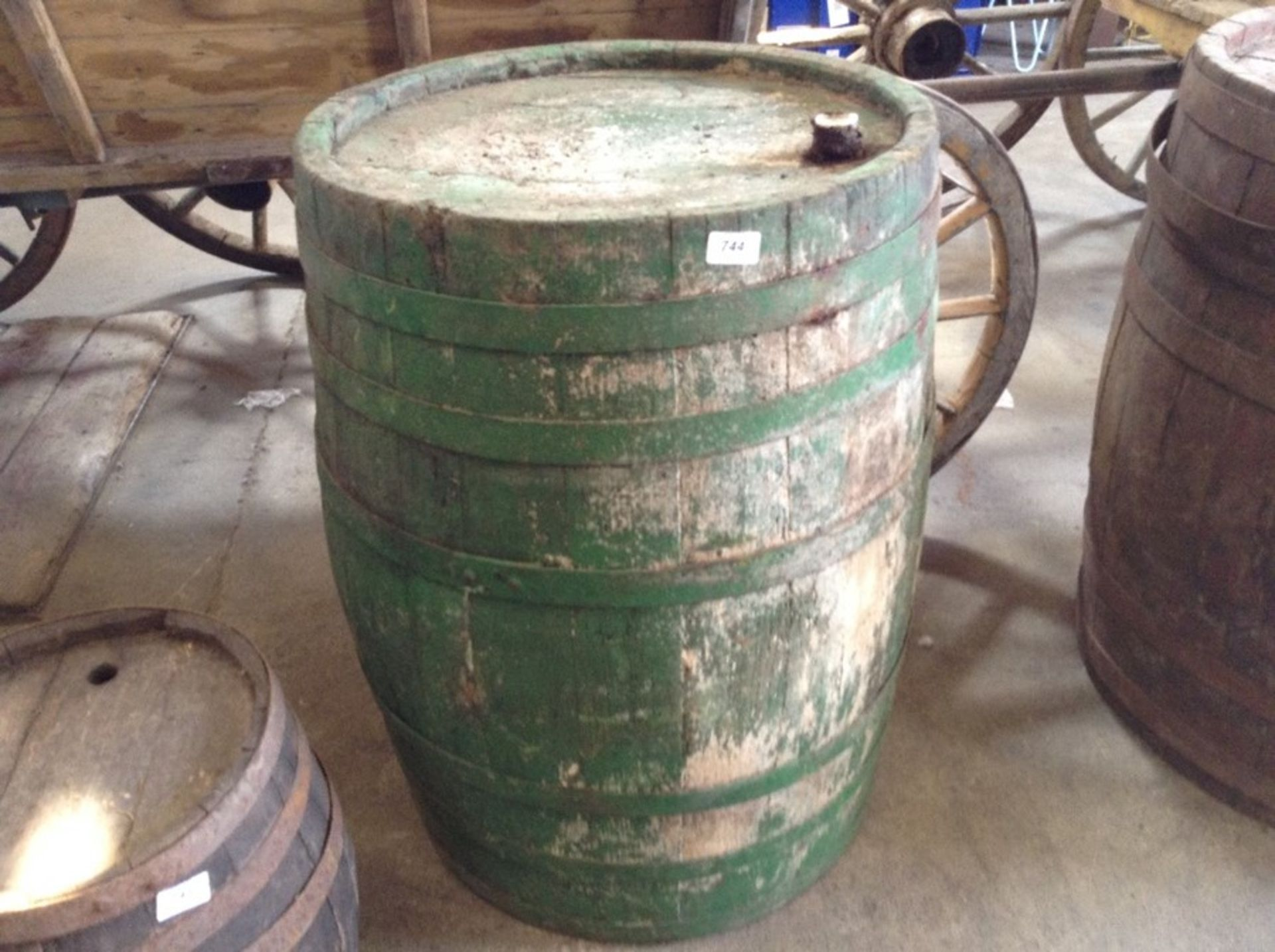 Lot 748 - LARGE BARREL
