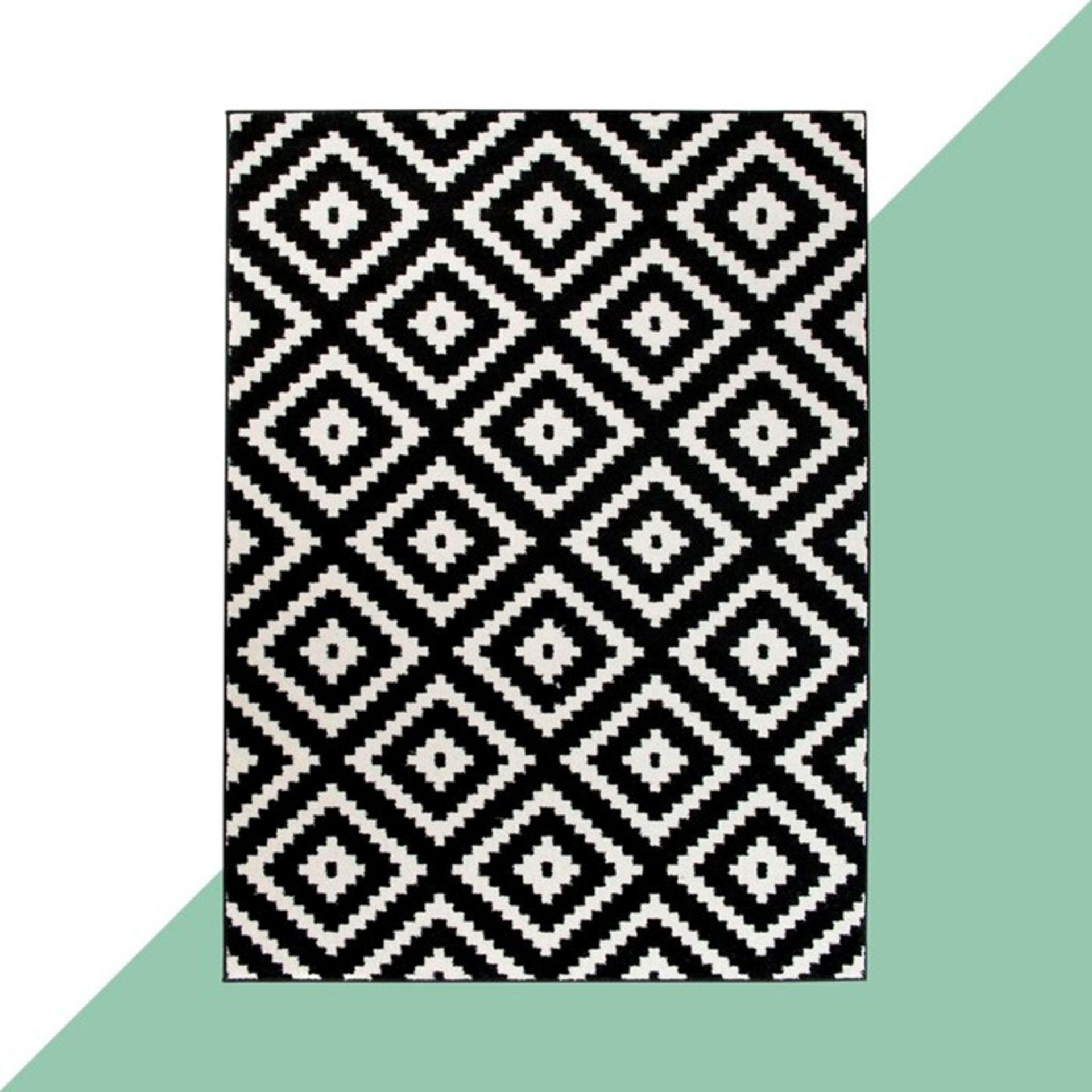 17 Stories,Danise Black Rug (140X190CM)RRP -£ 69.99(18267/29 -LDRU2585)