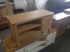Malvern Shaker Oak Small TV Unit (DAMAGED)(EV08-8