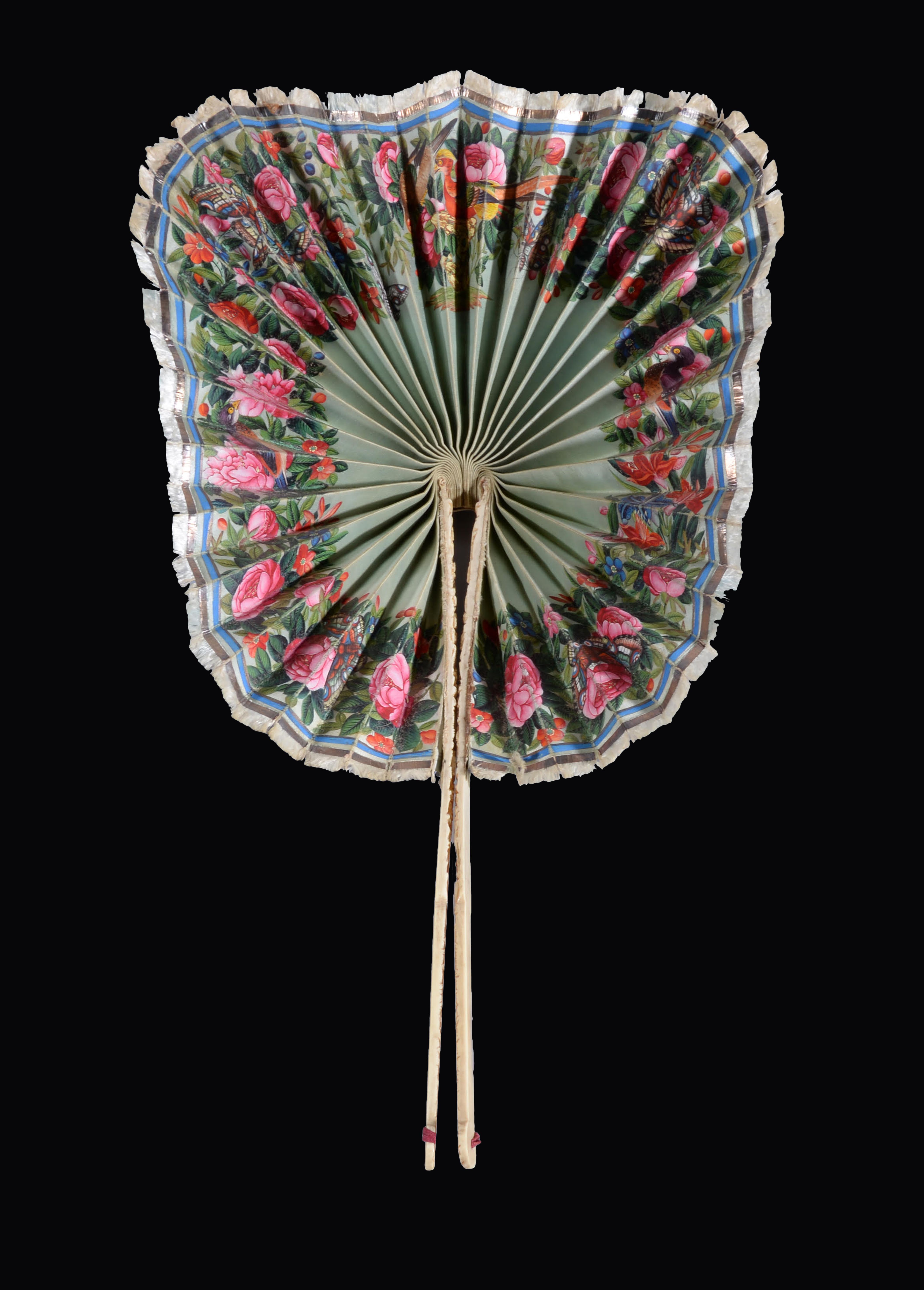 """Lot 2 - A RARE CHINESE EXPORT PAINTED SILK AND CARVED IVORY """"COCKADE"""" FAN, QING DYNASTY, CIRCA 1840"""