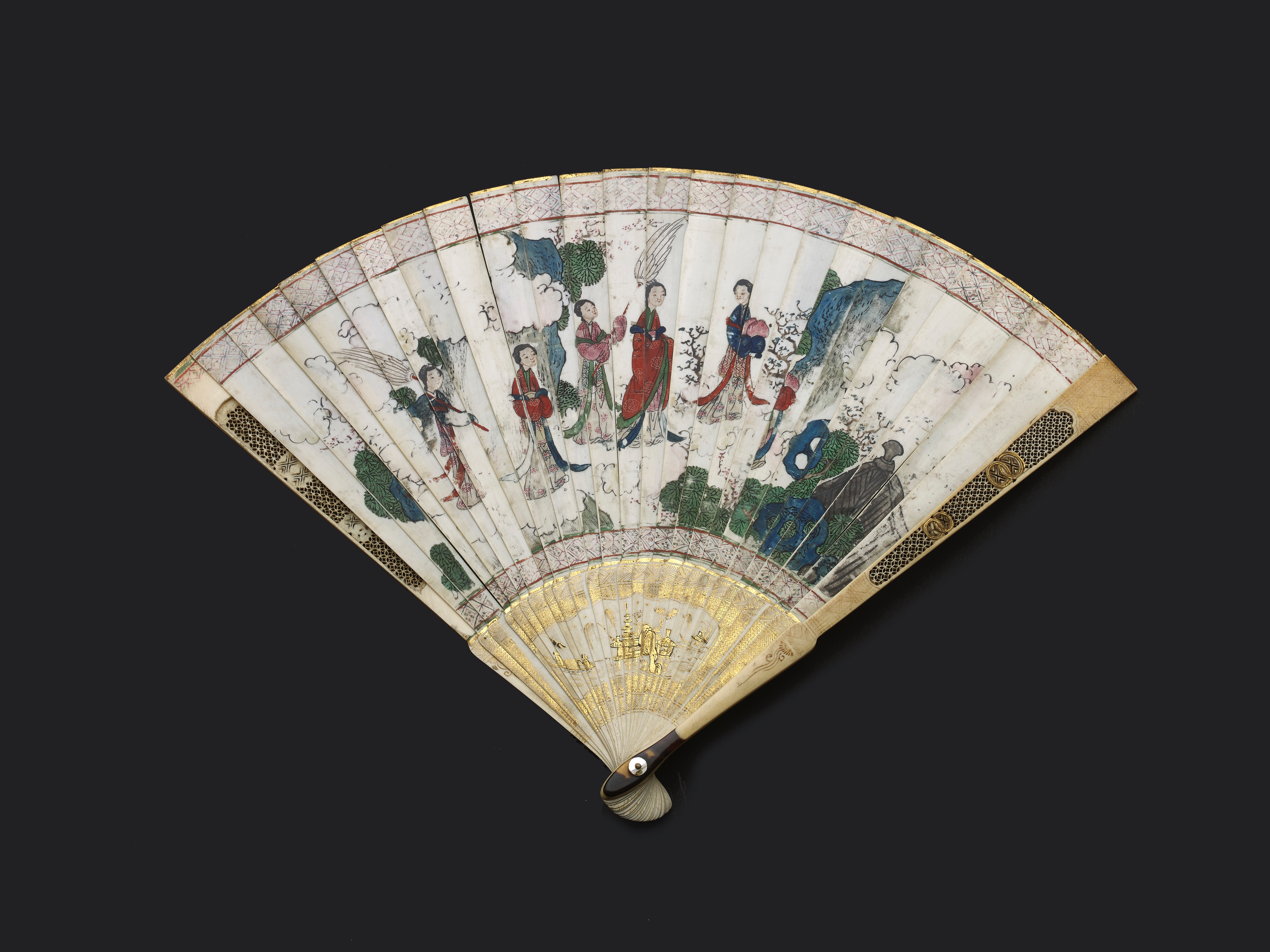 Lot 8 - A CHINESE EXPORT CARVED AND PAINTED IVORY FAN, QING DYNASTY, KANGXI PERIOD, CIRCA 1710-22