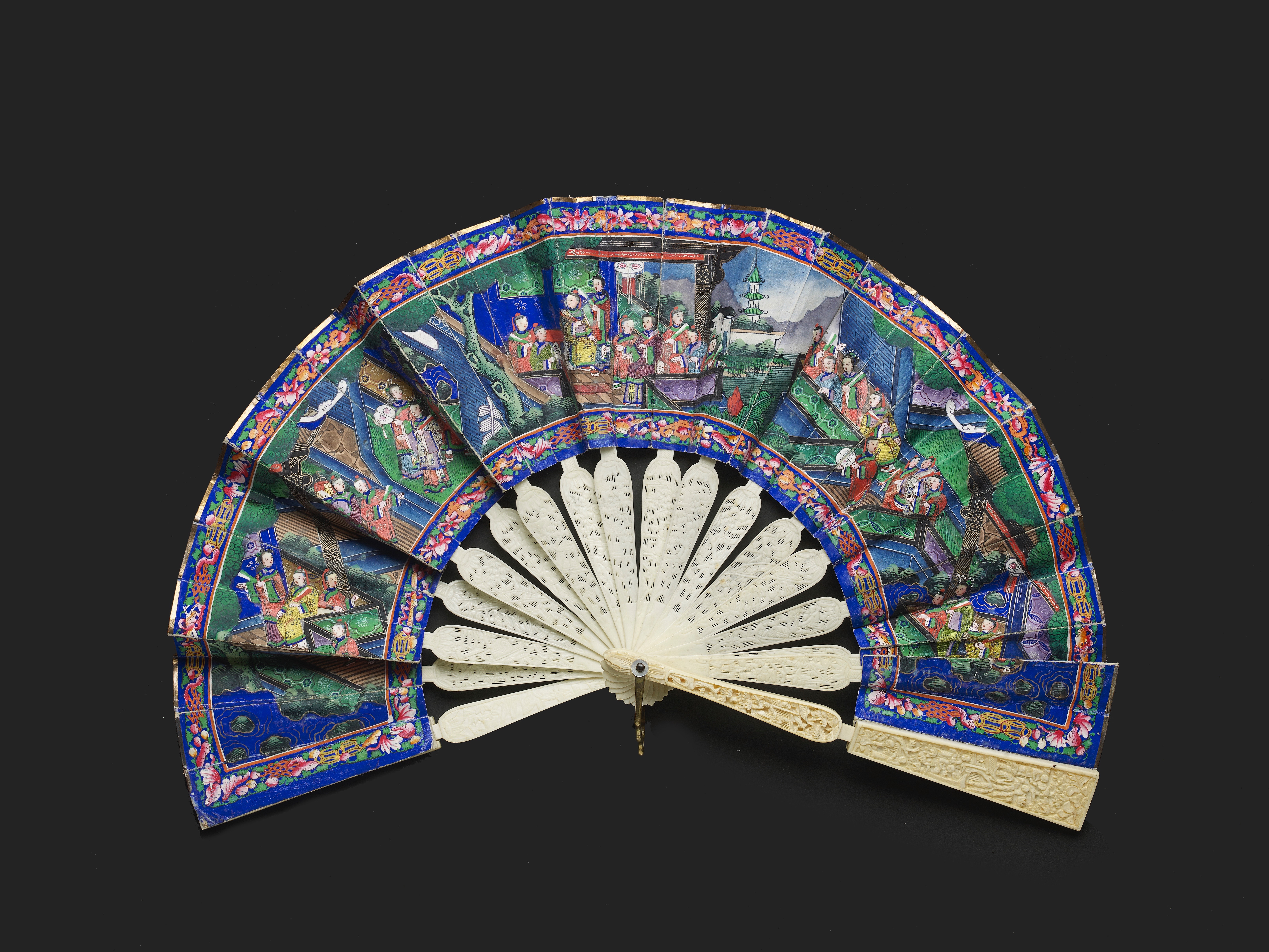 Lot 17 - A CHINESE EXPORT TELESCOPIC MANDARIN IVORY FAN, QING DYNASTY, DAOGUANG PERIOD, CIRCA 1840
