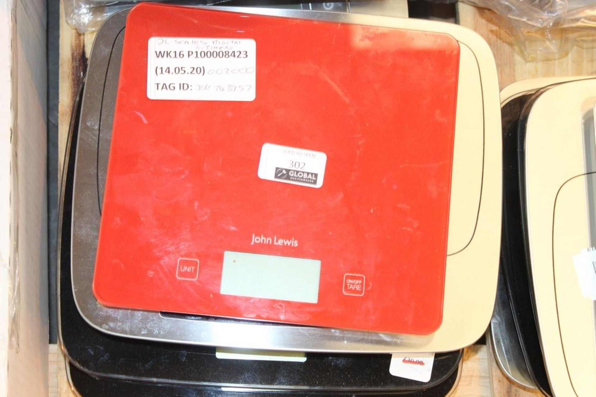 Lot 302 - Assorted Unboxed Pairs Of Digital Weighing Scales RRP £20-£30 Each (743983) (743039) (743942) (